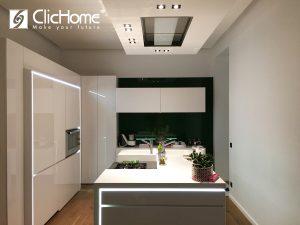 una casa domotica con elementi di design