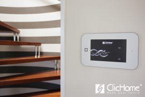 domotica a Bari con touch screen a parete con app domotica clichome